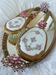 rosecottage.quenalbertini: Roses hand mirrors