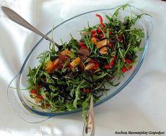Sałatka z rukoli, czarnych oliwek i winogron | Kuchnia Starowiejskiej Gospodyni