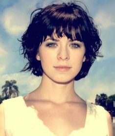 Stylish short haircuts for curly, wavy hair The Effective Pictures We Offer You About short wavy hai Thin Wavy Hair, Short Hair With Bangs, Fringe Hairstyles, Hairstyles With Bangs, Bangs Hairstyle, Hair Bangs, Hairstyles 2016, Pixie Hairstyles, Short Wavy Haircuts