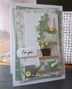 Zo leuk de nieuwe mallen van Marianne Design (Ingrid, nogmaals bedankt voor het oplossen van het ''probleem''; zoals je ziet de eerste snijmal is uit de verpakking :) ). Ik dacht dat ik genoeg kleine bloemetjes en bloempotten had, om het andere setje niet te bestellen, maar zo makkelijk was het niet, dus gelijk Marleen's Greenery op mijn wenslijstje gezet :) . Bedankt weer voor de leuke reactie en een fijne zondag!