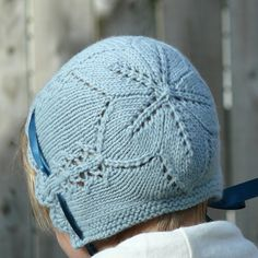 Ravelry: Project Gallery for Easter Bonnet pattern by Ana Sancho Rumeu Baby Hats Knitting, Knitting For Kids, Knitting Projects, Knitted Hats, Knitting Patterns, Crochet Baby Bonnet, Knit Or Crochet, Crochet For Kids, Bonnet Pattern