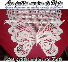Détails du motif papillon dont le corps a été réalisé en relief (ouate). Grand napperon au crochet (motifs papillons). Dimensions : 92 cm x 42 cm. Crochet N° 1,5 mm. Fil 100% coton Marque Celia's Numéro 8. Réalisé par Les petites mains de Kate.