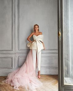 Couture Mode, Couture Fashion, Milan Fashion, Fashion News, Simple Gowns, Minimalist Wedding Dresses, Bridal Collection, Couture Collection, Dress For You