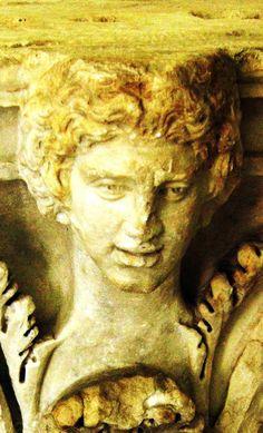 Genova City. Vedute e Beni Culturali. Museo di Scultura e Architettura Ligure Sant'Agostino. Capitello. Foto di Giovanni Pititto.