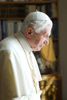 Georg Gänswein, Pope Benedict Xvi, Pope John Paul Ii, God Bless America, Roman Catholic, Bento, Trust God, Father, Cemetery Angels