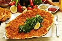 Best Turkish foods: 23 delicious dishes Carrots Side Dish, Turkish Pizza, Turkish Recipes, Ethnic Recipes, Pastry Cook, Dessert Original, Roast Lamb Leg, What Can I Eat, Turkish Kitchen