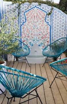 The Iconic History of the Acapulco Chair. In this picture, Modern chic decor with turquoise Acapulco chairs. Outdoor Rooms, Outdoor Gardens, Outdoor Living, Outdoor Tiles, Outdoor Lounge, Ok Design, Deco Design, Modern Design, Garden Inspiration
