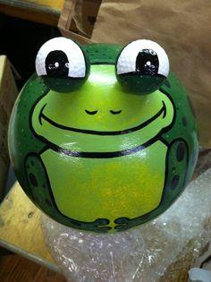 Bowling Ball Art FROGGIE! See @Joshua Jenkins Merritt !!!  I told you we could make a frog!!