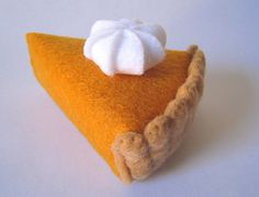 pumpkin pie {felt food} ... use spray-painted orange foam w/ felt crust?