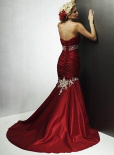 never would wear a red wedding gown, but this is GORGEOUS! Red Silk Prom Dress, I Dress, Strapless Dress Formal, Play Dress, Red Wedding Gowns, Colored Wedding Dresses, Bridal Gowns, Wedding Attire, Wedding Engagement