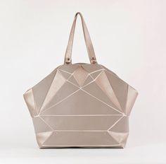 Fold it  Trapeze tote grey/ apricot metallic di larakazis su Etsy, $491.00