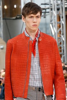 men's leather jacket by Louis Vuitton Spring 2014 Menswear Men's Leather Jacket, Leather Men, Leather Jackets, Types Of Jackets, Men's Jackets, Casual Jackets, Madrid, Louis Vuitton, Men Closet