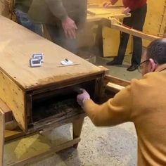 Unique Woodworking, Woodworking Guide, Woodworking Techniques, Popular Woodworking, Woodworking Projects Diy, Woodworking Magazine, Woodworking Wood, Wooden Projects, Wood Crafts