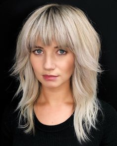 Natural meats struggle to stop by salons right this moment, nonetheless that doesn't mean that Blonde Hair With Bangs, Brown Blonde Hair, Platinum Blonde Hair, Haircuts For Medium Hair, Medium Hair Styles, Curly Hair Styles, Shag Hairstyles, Hairstyles With Bangs, Layered Hair