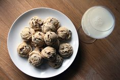 chocolate-chip-cookie-dough-balls