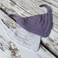 Savlesmæk i rib – By Grarup (Open in Chrome to translate) Crochet Baby Bibs, Newborn Crochet, Cute Crochet, Crochet Clothes, Baby Bibs Patterns, Baby Knitting Patterns, Crochet Patterns, Knitting For Kids, Crochet For Kids