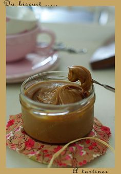Speculoos spread, ie nutella made from cookies Soft Caramels Recipe, Creme, Biscuit Spread, Almond Shortbread Cookies, Healthy Meals To Cook, Caramel Recipes, Diy Food, Delish, Breakfast Recipes