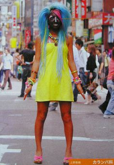 The constant feature of the Gyaru Girl is the Japanese beach style - very dark… Surfer Girl Hair, Surfer Girl Style, Fashion Articles, Fashion Advice, Japanese Fashion, Japanese Girl, Japanese Style, Ganguro Girl, Fashion Mask