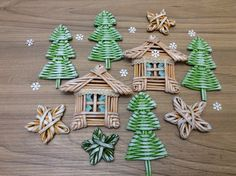 Photo 1st Christmas, Christmas Holidays, Christmas Crafts, Christmas Decorations, Christmas Ornaments, Paper Weaving, Weaving Art, Recycled Crafts, Diy And Crafts