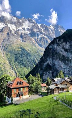 Beautiful Places To Travel, Wonderful Places, Beautiful World, La Provence France, Hotel In Den Bergen, Vietnam Voyage, Zermatt, Places Around The World, Nature Pictures