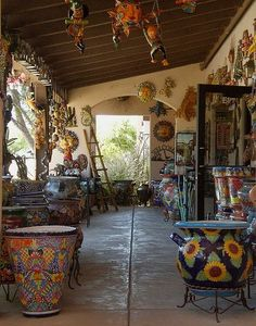 talavera pottery, Tubac, Arizona If you get to Tuscon.go south to Tubac.it is worth it! I am still sorry I did not get more tiles. They also have a shop that only women who make things can be in. Church service was so wonderful too. Mexican Home Decor, Mexican Art, Mexican Style, Mexican Patio, Mexican Hacienda Decor, Mexican Decorations, Southwest Decor, Southwest Style, Southwestern Decorating