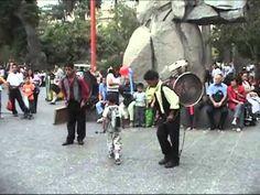 ▶ Chinchineros - Orquestra Man - Hombre Orquesta - YouTube