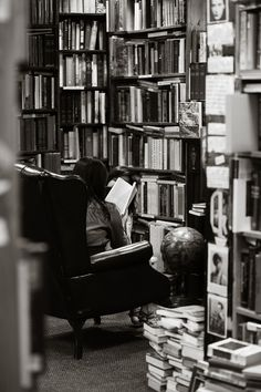 Library in black and white. People Reading, Woman Reading, Dream Library, Library Books, Reading Library, Book Aesthetic, White Aesthetic, I Love Books, Books To Read