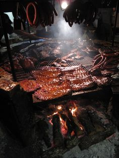 the salt lick bbq, 18300 FM driftwood, tx. not in austin, but perhaps worth a drive. Carne Asada, Churros, Fire Cooking, Outdoor Cooking, Meat Shop, Texas Bbq, Best Bbq, Bbq Grill, Backyard Barbeque