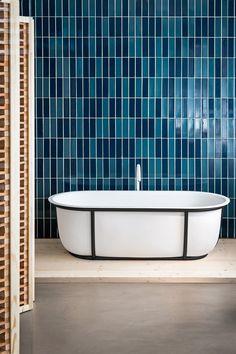 Agape, Cuna bathtub by Patricia Urquiola, Fez taps by Benedini Associati. Learn more on agapedesign.it #agape #agapedesign #interiordesign #bathroom