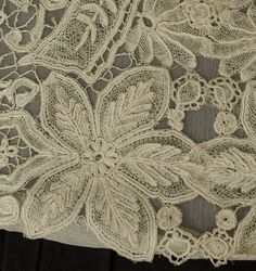 Antique lace at Vintage Textile: Honiton lace panel White Embroidery, Vintage Embroidery, Antique Lace, Vintage Lace, Crochet Wedding Dresses, Lacemaking, Linens And Lace, Antique Clothing, Irish Lace