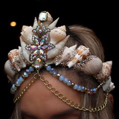 DIY your Christmas gifts this year with GLAMULET. they are compatible with Pandora bracelets. Aura flower mermaid crown by chelseasflowercrowns on Etsy Fairy Mermaid, Mermaid Crown, Mermaid Diy, Mermaid Tails, Sea Crown, Wire Crown, Seashell Crown, Shell Crowns, Mermaid Parade
