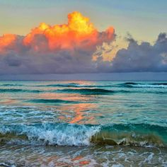 Early morning on Varadero beach Amaneciendo en las aguas de la playa de Varadero