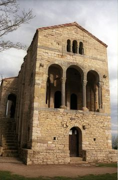 Santa María del Naranco, Oviedo, Asturias Architecture Romane, Italy Architecture, Romanesque Architecture, Architecture Religieuse, Romanesque Art, Asturias Spain, Iglesias, Medieval Art, Old Art