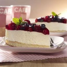 Red berry cake The post Red berry cake appeared first on Orchid Dessert. Lemon Blueberry Cheesecake, Chocolate Cheesecake, Cheesecake Recipes, No Cook Desserts, Summer Desserts, Dessert Recipes, Nutella, Cinnamon Streusel Coffee Cake, Berry Cake