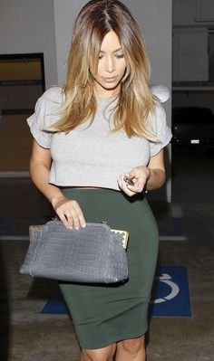There is 0 tip to buy kim kardashian, pencil skirt, clutch, grey t-shirt, skirt. Help by posting a tip if you know where to get one of these clothes. Passion For Fashion, Love Fashion, Fashion Looks, Fashion Trends, Style Fashion, Kim K Style, Her Style, Look Kim Kardashian, Kardashian Fashion