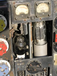 A bit on the rusty side! De Havilland Mosquito, Lancaster Bomber, Drip Coffee Maker, Plane, Old Things, Televisions, Dieselpunk, Control Panel, Radios