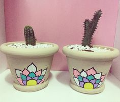 Painted Plant Pots, Painted Flower Pots, Garden Projects, Craft Projects, Yoga Painting, Cactus Clipart, Pottery Painting, Terracotta Pots, Clay Pots