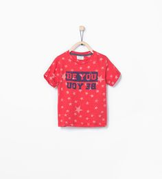 ZARA - KINDER - T-Shirt mit Schriftzug und Sternenmuster