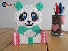 Porta cellulare con perline da stiro di panda Pixel Beads, 3d Perler Bead, Diy Perler Beads, Pearler Beads, Fuse Beads, Diy And Crafts, Crafts For Kids, Pearler Bead Patterns, Melting Beads