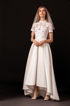 Temperley Bridal & Wedding Dresses Spring 2018 | Brides.com Chic Wedding Dresses, Tea Length Wedding Dress, Wedding Dress Styles, Bridal Dresses, Wedding Gowns, Bridal Looks, Bridal Style, Stephanie Seymour, Bridal Fashion Week