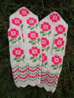 Finely Knitted Estonian Mittens by NordicMittens