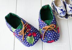 674 Kath Baby Shoes PDF Pattern-ithinksew.com Baby Shoes Pattern, Shoe Pattern, Pattern Sewing, Baby Baker, Handmade Baby Items, Satin Shoes, How To Make Shoes, Doll Shoes, Baby Feet