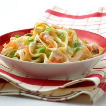 Tagliatelle with smoked salmon Healthy Cooking, Healthy Eating, Healthy Recipes, Pasta Ligera, Weight Watchers Pasta, Weigth Watchers, Go For It, Happy Foods, Food Preparation