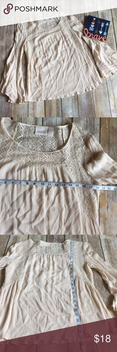 Chico's Cream Bell Sleeve Tunic size 1 or (8) Like new cream with lace detailing bell sleeve tunic from Chicos. It is Chicos size 1 that converts to a size 8. ❌no trades, holds, or lowball offers. ✅Clean and smoke free home, quick shipping, bundle discount, always! 🎁Free gift with $15+ bundle. Chico's Tops Tunics