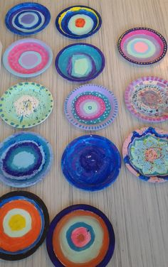 After a few years of having this project on my 'to teach' list, I finally got around to trying paper plate weaving with my Grade 4-6 mi...