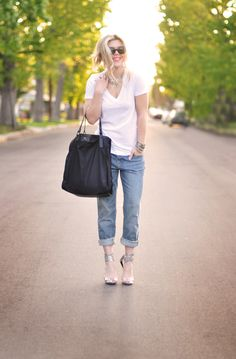 cuffed+jeans+with+whit+v++neck++and+silver+shoes