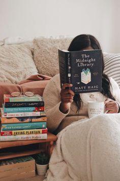 I Love Books, Good Books, Books To Read, My Books, Library Books, Girl Reading Book, Book Girl, Reading Lists, Photos Tumblr