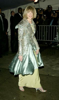 "Anna Wintour at the ""Dangerous Liaisons: Fashion and Furniture in the 18th Century"" gala in 2004."