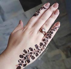 Pretty Henna Designs, Modern Henna Designs, Rose Mehndi Designs, Latest Henna Designs, Finger Henna Designs, Henna Art Designs, Modern Mehndi Designs, Mehndi Designs For Girls, Mehndi Designs For Beginners