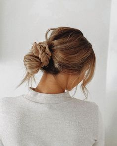 Ponytail Hairstyles, Pretty Hairstyles, Scrunchy Hairstyles, Hairstyle Ideas, Cute Everyday Hairstyles, Fall Hairstyles, Blonde Hairstyles, Casual Hairstyles, Professional Hairstyles